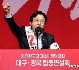 """김준교 """"품격? 박근혜 모델 나체 모욕한 與 의원부터 사퇴를"""""""