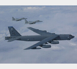 [단독]美정찰기 이어 B-52 폭격기 한반도 코앞 훈련