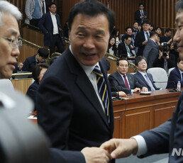 """이언주 """"의결권 박탈, 패스트트랙 강행처리 위한 꼼수"""" 고성"""