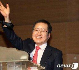 """홍준표 """"한국 좌파, 노무현 프레임에 갇혀 좌파 광풍시대 열어"""""""