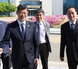 [현장에서/황인찬]김연철 장관이 빼먹은 칼럼 한 대목