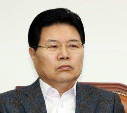 """""""박근혜와 靑 재입성""""…홍문종, 애국당 입당·'공동대표' 추대"""