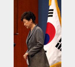 """朴 전대통령, 軍출신 의무실장에 """"비아그라는 왜 샀나요"""""""