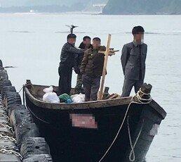 삼척항 北목선, 표류 아닌 귀순 목적…軍 '축소·왜곡 발표' 논란