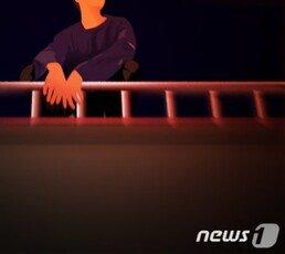 """""""文정부 탓 힘들어"""" 롯데제과 건물서 40대男 투신 소동"""