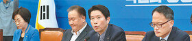 """與, 공수처법 이달 처리 의지… 한국당 """"장기집권 독재법"""" 반발"""