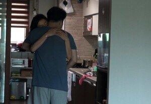 서유정♥정형진, 신혼 공개…미성년자 관람불가