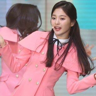 프로미스나인,  핑크빛 데뷔