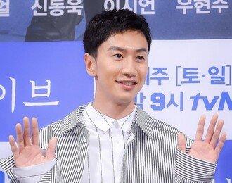 강다니엘, 눈웃음이 사랑스러운 아이돌 팬투표 1위