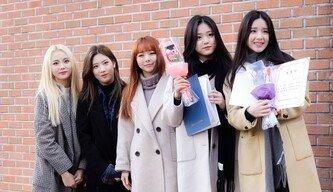 [포토] 이달의 소녀 진솔-김립-비비 '현진-희진 졸업 축하해~'