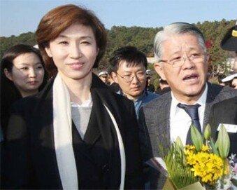 """최태원 회장 둘째딸, 울먹이며 """"임관을 命 받았습니다"""""""
