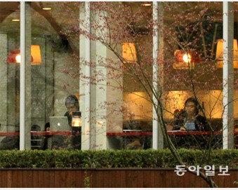 [종이비행기]평일 오후의 카페 풍경