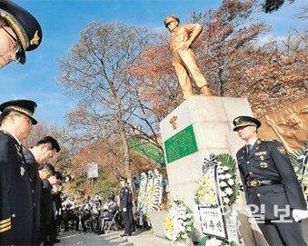 """""""남북 화해 좋지만 역사 잊으면 안돼"""""""