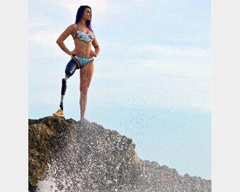 """[퇴근길 스포츠] """"장애인은 섹시하면 안되나요""""…그녀가 수영복 모델로 나선 이유"""