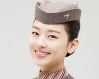 """""""17세 애잖아?""""…이수민, 아시아나항공 '최연소' 모델 발탁 '갑론을박'"""