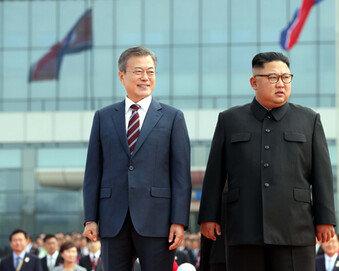 """""""文대통령의 도박…비핵화 노력, 막다른 골목 만난듯"""" 외신들 촉각"""