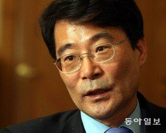 """""""장하성 등 경제팀 교체해야"""" 46%… """"유임"""" 26%"""