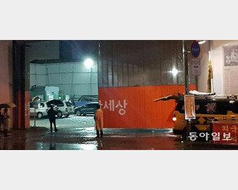 """""""아이고, 아이고"""" 새벽 곡소리 시위… 주민고충에 '귀막은 경찰'"""