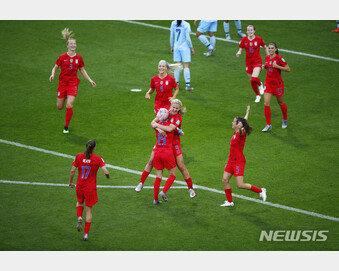 '13골차 대승' 미국 女축구, 과도한 세리머니 논란