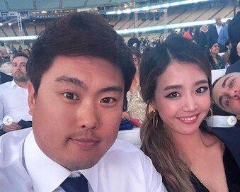 배지현 아나, 류현진과 자선 행사 참석…'팔색조' 여신 미모