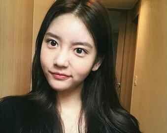 """비아이 카톡 상대자는 한서희…""""YG 일 몇 개 숨겨줬는데"""" 글 재조명"""