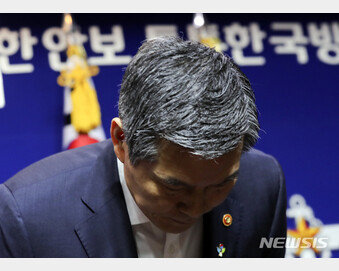 """軍내부 """"靑이 브리핑 개입해놓고…"""" 책임추궁에 부글부글"""