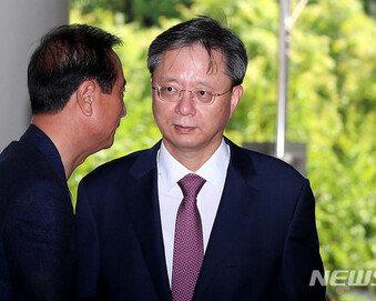 """우병우 """"현 정부도 복무점검하면서…왜 나만 불법인가"""" 주장"""