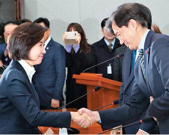 386운동권 맏형… 政-經-官에 끈끈한 네트워크