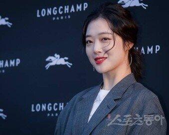 """[속보] 경찰 """"설리 성남 자택서 숨진 채 발견…매니저가 신고"""""""
