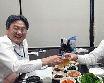 강기정, 김재원과 맥주회동 사진 올려 또 논란