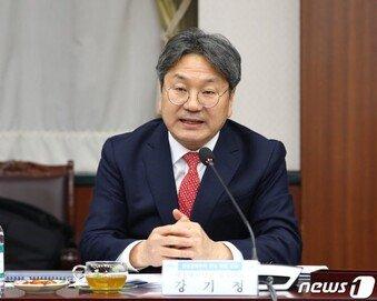 """강기정 靑 수석 '부동산 매매허가제' 발언에…민주당도 """"너무 나갔다"""""""