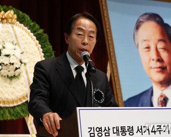 """YS 차남 김현철 """"文대통령, 국민 개·돼지로 보고 능멸해"""" 맹비난"""