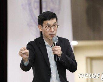 """진중권 """"박지원, 민주당 가고 싶어 몸 달아…능청 연기 오스카상"""""""