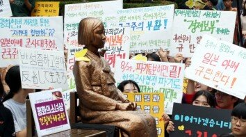 [청계천 옆 사진관]거세지는 日 경제보복에…'핫 플레이스' 된 일본대사관 앞