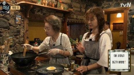 '윤식당2' 신메뉴 닭강정 추가, 영업 성공