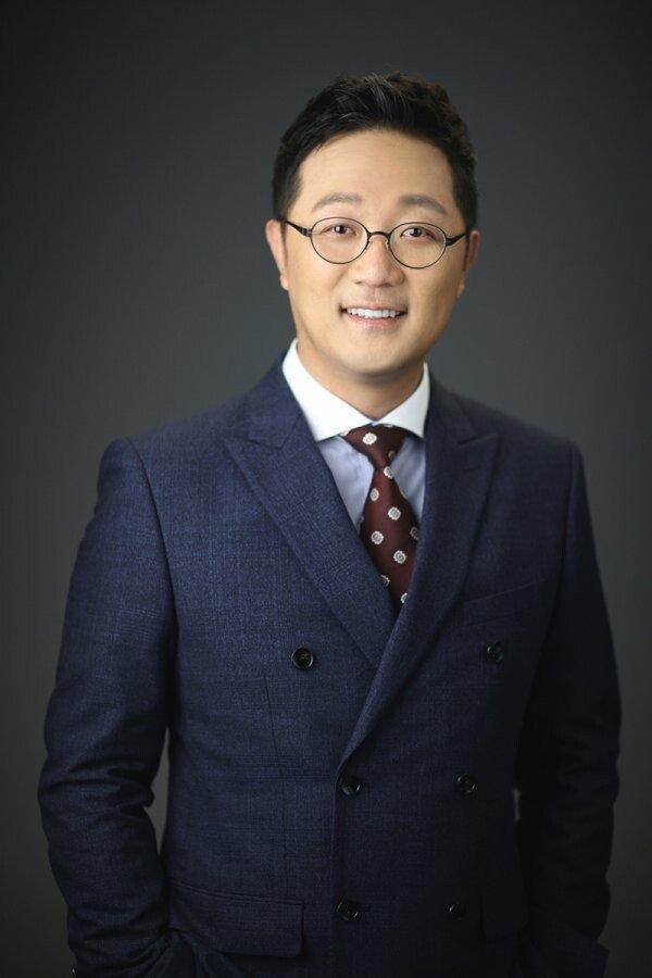 '국민성우' 안지환, 자전 에세이 '마부작침' 발간