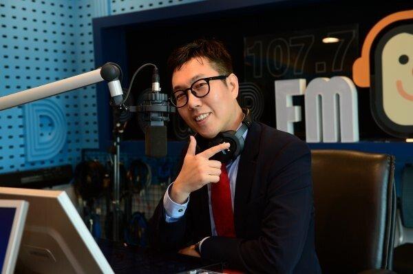 '라디오선 안 질려?' 김영철의 파워 FM 동시간대 청취율 1위 [공식]