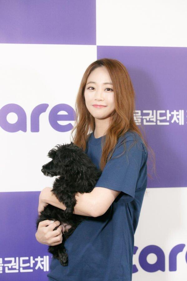 [공식] 김효진, 동물권단체에 화보 수익금 전액 기부