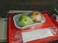 '채식주의' 기내식 요구했더니… 과일 통째로 내준 항공사
