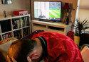 """역전골에 뿔난 영국인, TV 부숴버려…""""웃픈 인증샷"""""""