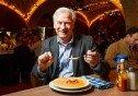 고급 레스토랑 음식서 이물질 발견…손님이 기뻐한 이유