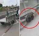 바퀴 대신 통나무 매단 삼륜차의 도로 질주