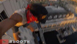 무모한 점프…약 40미터 건물서 바다로 '풍덩'