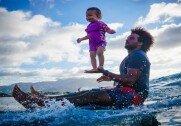 """""""완벽한 포즈에 미소까지""""… 15개월 된 아기, 서핑 즐겨"""