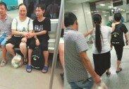 """""""맹인 부모의 눈이 된 소년""""… 지하철서 포착한 '감동 사진'"""