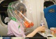 """""""만두 냄새날까 봐…"""" 기차서 비닐 쓰고 먹는 여배우"""