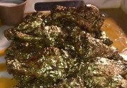 '24K 금가루' 뒤덮은 순금 치킨 공개…맛 후기 보니