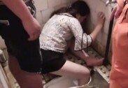 """""""술 취해서…"""" 좌변기에 다리 낀 여성, 소방대원에 구조"""