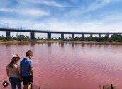 선분홍색으로 변한 호수 빛깔 '섬뜩'…알고 보니