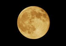 """가로등 대체할 '가짜 달' 만든다…""""최대 80km까지 비춰"""""""